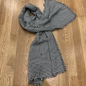 Hounds tooth black and white scarf